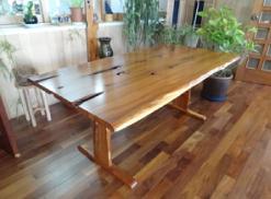 いちい(オンコの木)を使用した家具