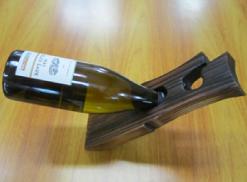 青森県産スギを使用したワインラック